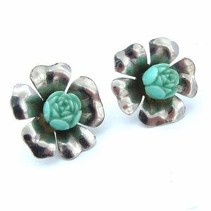 Vintage turquoise colored screw back earrings